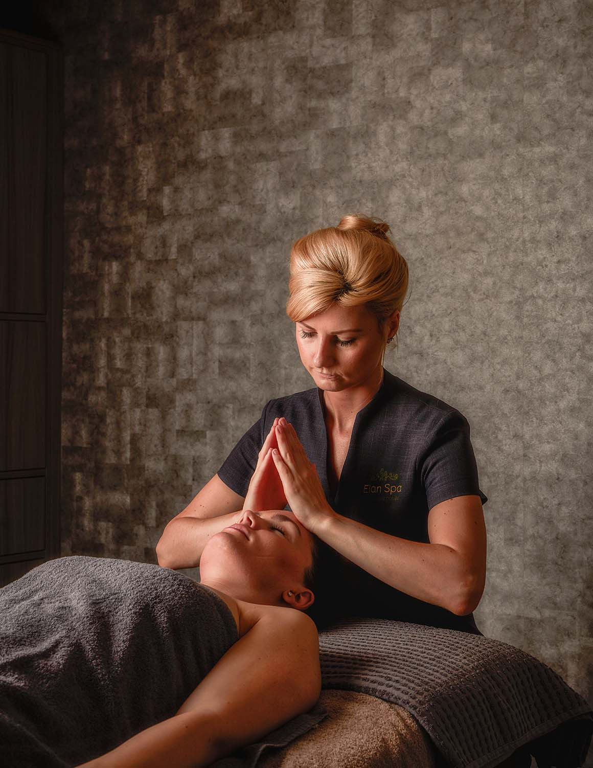 Spa therapist treatment